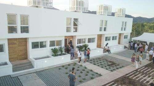 Dúplex a estrenar. barrio privado. estacionamiento y patio., mendoza