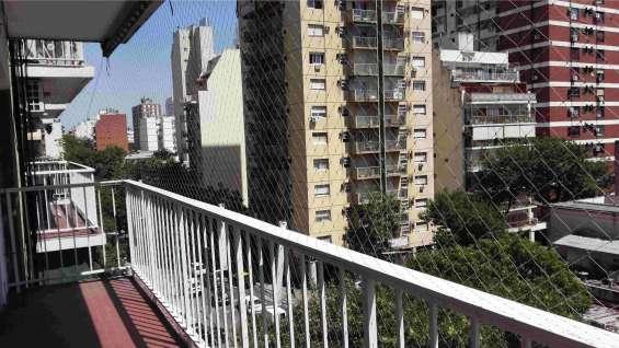 Dueño alquila depto. en belgrano. son 3 ambientes a la calle en un 5to. con balcón corrido